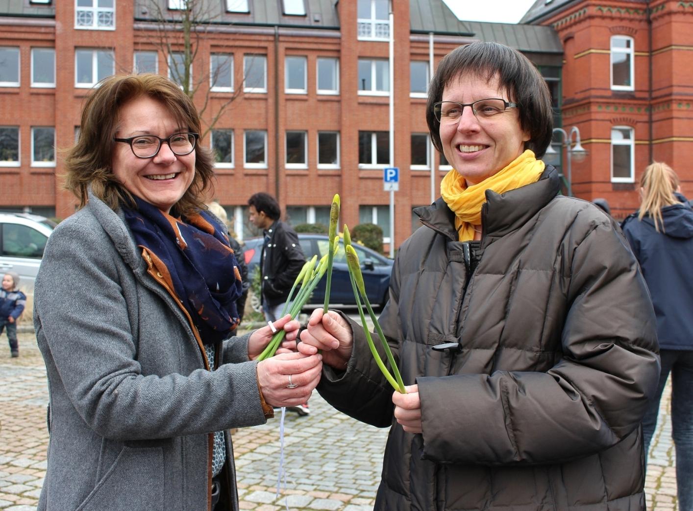 Alte Frau Sucht Jungen Mann Düsseldorf